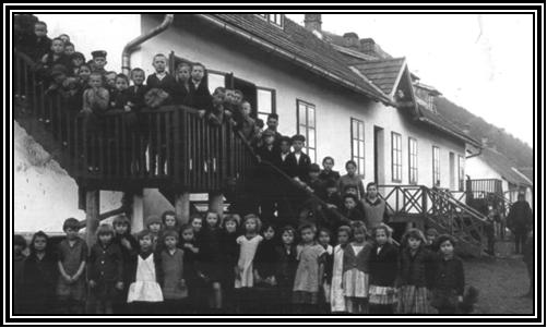 zgrada skole na Rtnju koju su izgradili Greta i Julius Minh