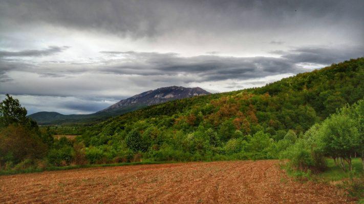 Pogled na planinu Rtanj od vile lapusnja