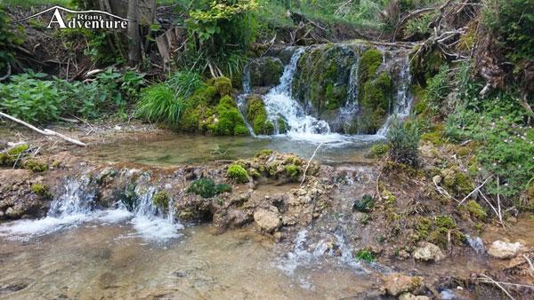 Manastir Lozica vodopad na potoku od izvora Buk