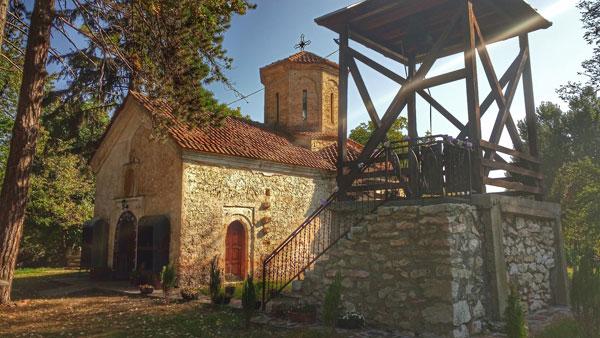 Manastir Lozica - crkva i zvonik